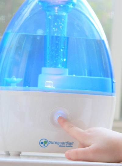 Tips for Using a Humidifier and Keeping it Clean | PureGuardian 14-Hour Ultrasonic Cool Mist Humidifier Review + Giveaway