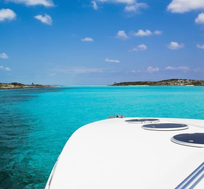 boat in the bahamas